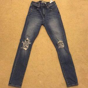 Levi's 721 Highrise Skinny Jeans